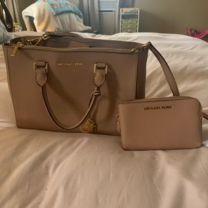 Micheal kors purse and wallet